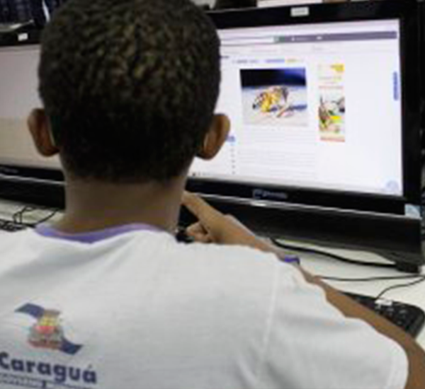 Professores de Caraguatatuba apostam em ensino híbrido como alternativa para inovar no modelo tradicional